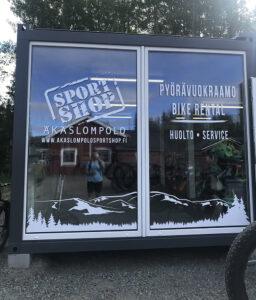 Äkäslompolo Sportshopille ikkunateippaus
